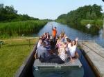 Buurtbewoners op de fluisterboot van Staatsbosbeheer